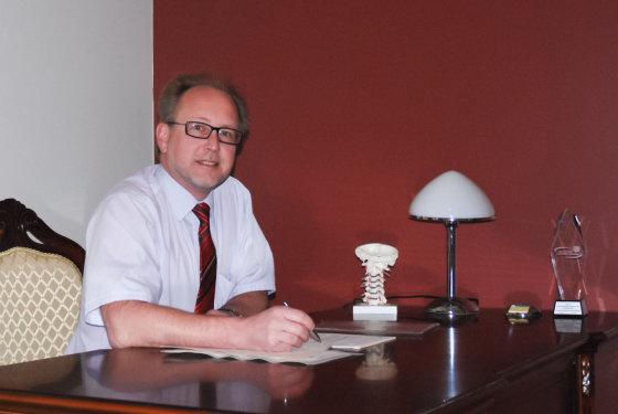 Respublikinės Vilniaus universitetinės ligoninės Neurochirurgijos skyriaus gydytojas neurochirurgas, prof. Gytis Šustickas