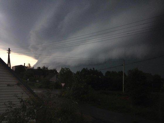 Alinos Mockevičienės nuotr./Audros debesys Biržuose