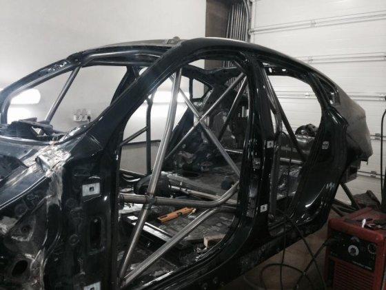 Dariaus Janušo nuotr./BMW X6 kėbulas su saugos lankais
