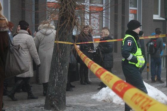 Tomo Markelevičiaus nuotr./Dėl pranešimo apie sprogmenį evakuotas Panevėžio apylinkės teismas