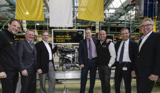 """""""Opel"""" nuotr./""""Opel"""" gamykloje"""