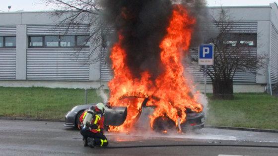 "worldcarfans.com nuotr./""Porsche 911 GT3"" gaisras Šveicarijoje"