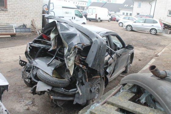 """Tomo Markelevičiaus nuotr./""""Subaru Impreza"""" po avarijos"""