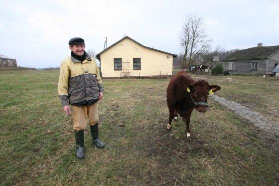 Alvydo Januševičiaus nuotr./ Bronislovas ir Viktorija Rimkevičiai Ožkos metus sutinka su tuzinu ožkų