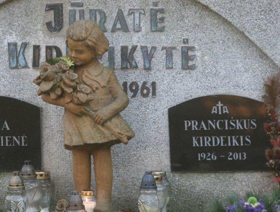 Alvydo Januševičiaus nuotr./Mažos mergaitės kapas
