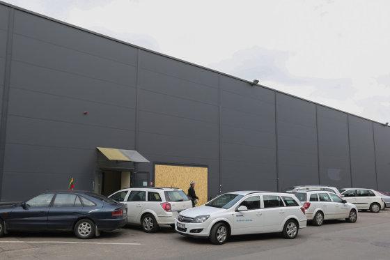 Rytą prekybos centro aplinka jau buvo sutvarkyta