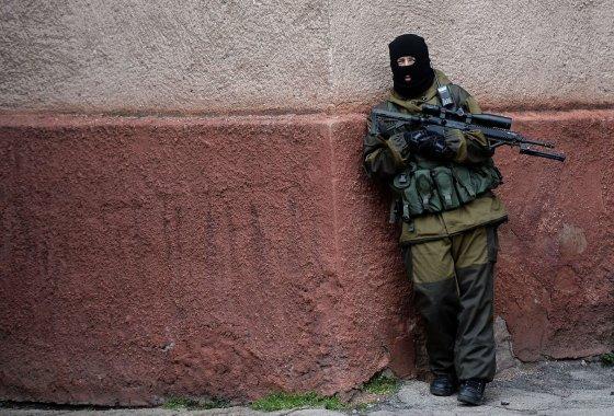 "AFP/""Scanpix"" nuotr./Ginkluotas karys Kryme"