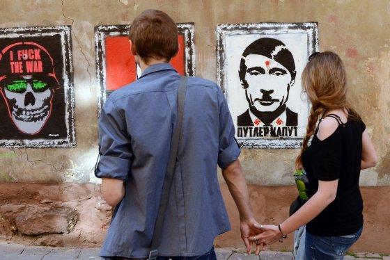 """AFP/""""Scanpix"""" nuotr./Net ir tapęs """"tradicinių vertybių"""" gynėju, V.Putinas pralaimi propagandinį karą."""