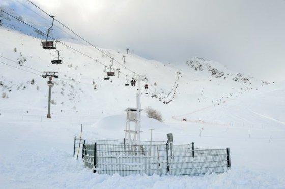 """AFP/""""Scanpix"""" nuotr./Keltuvai netoli slidinėjimo ir alpinizmo kurorto Šamoni."""