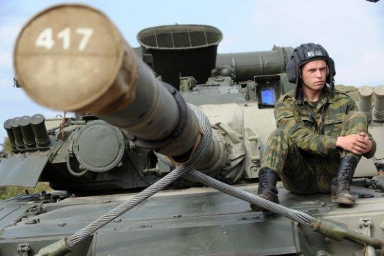 """""""Scanpix"""" nuotr./Rusijos tankas T-80"""