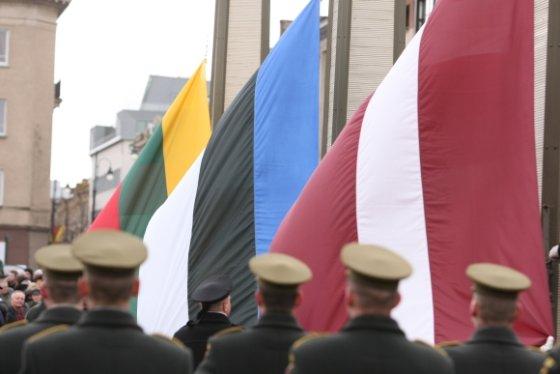 Andriaus Ufarto/BFL nuotr./Baltijos šalių vėliavų pakėlimo ceremonija prie Seimo rūmų