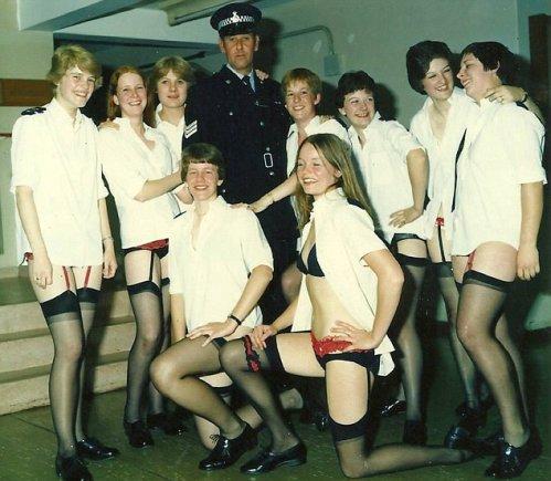 """Facebook.com nuotr./Britų policijos """"Facebook"""" grupėje – nacių uniformomis ar tik apatiniais vilkinčių pareigūnų nuotraukos"""