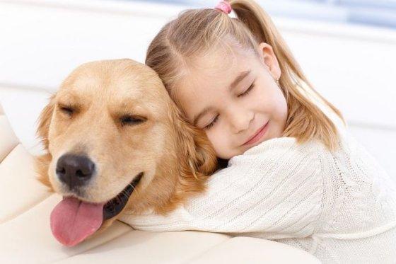 Šuo ir mergaitė