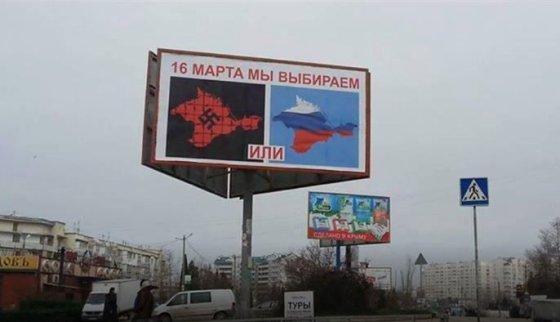 Telekanal Dožd nuotr./Krymas ruošiasi rublio įvedimui, žmonės priversti užsisakyti rusiškas bankų korteles