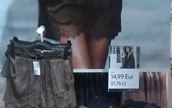 """Skaitytojo Jurgio nuotr./""""H&M"""" skelbiamos kainos eurais – didesniu šriftu"""