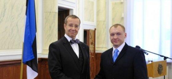 Estijos prezidentūros nuotr./Estonas Kohveras su Estijos prezidentu