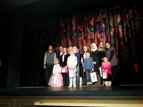 """Šeštadienį, gruodžio 13 d., lydymas plojimų ir šypsenų baigėsi jau antrus metus vykęs""""NP Foods Lietuva"""" ir Lietuvos šeimų, auginančių kurčius ir neprigirdinčius vaikus bendruomenės PAGAVA bendras projektas """"Už tikrą vaikystę""""."""