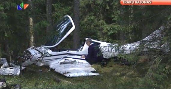 """Kadras iš LNK Žinių/Lėktuvo """"VL-3"""" avarijos vietoje"""