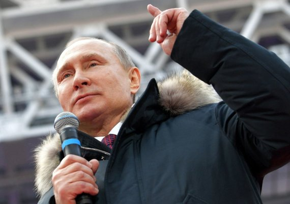 """""""Scanpix""""/AP nuotr./V.Putinas kreipėsi į dešimtis tūkstančių gerbėjų Maskvos Lužnikų stadione"""