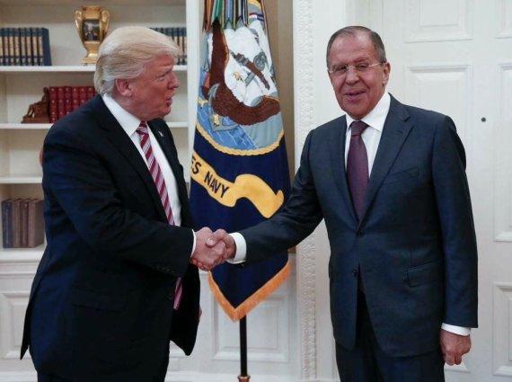 Rusijos Užsienio reikalų ministerijos nuotr./Donaldas Trumpas ir Sergejus Lavrovas per susitikimą 2017 metais
