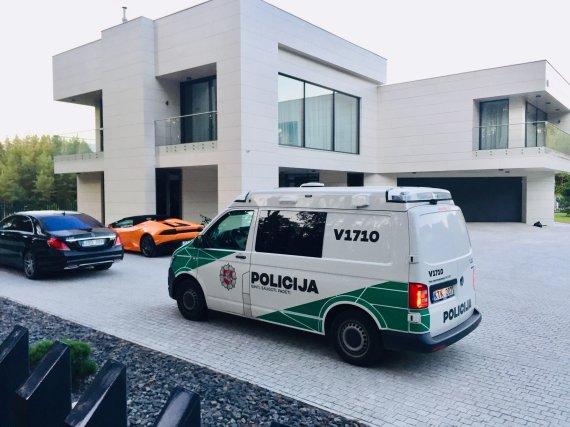 Valdo Kopūsto / 15min nuotr./Policija Egidijaus Dragūno kieme