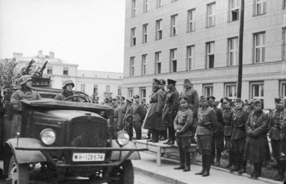 Wikipedia.org nuotr./Bendras nacistinės Vokietijos ir SSRS kariuomenių paradas Brest Litovske 1939 m. rugsėjo 22 d. po Lenkijos okupacijos