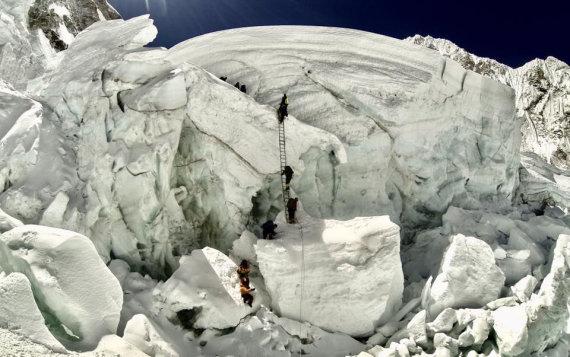 """AFP/""""Scanpix"""" nuotr./Everestas iš Nepalo pusės"""