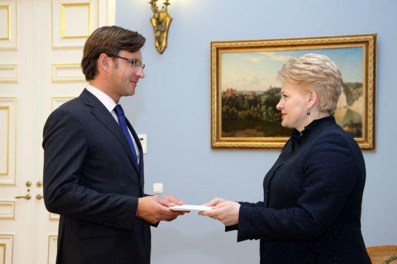 Dž. G. Barysaitės nuotr./Prezidentė įteikė skiriamuosius raštus Lietuvos ambasadoriui Belgijoje Gediminui Varvuoliui