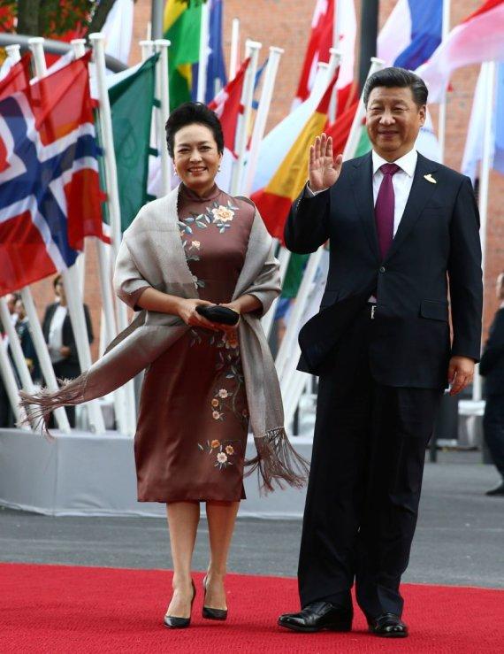 """""""Reuters""""/""""Scanpix"""" nuotr./Kinijos prezidentas Xi Jinpingas su žmona Peng Liyuan"""