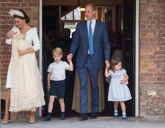 """""""Scanpix""""/""""PA Wire""""/""""Press Association Images"""" nuotr./Princas Williamas ir Kembridžo hercogienė Catherine su vaikais"""