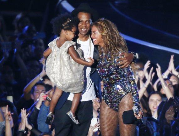 """Reuters""/""Scanpix"" nuotr./Beyonce su vyru Jay Z ir dukra Blue Ivy"