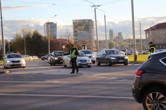 Eglės Girdenytės nuotr./Žiede eismo judėjimu rūpinasi policija