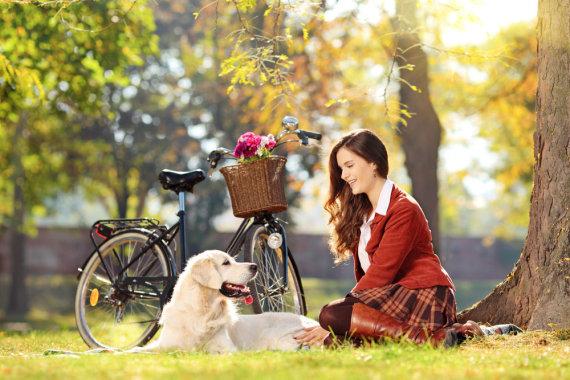 Shutterstock nuotr./Moteris su augintiniu.