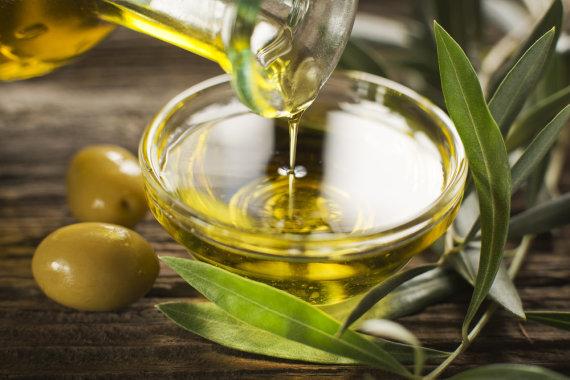 """""""Shutterstock"""" nuotr./Viduržemio dietos pagrindas – alyvuogių aliejus"""