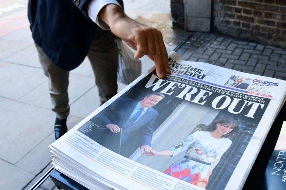 """AFP/""""Scanpix"""" nuotr./Pasitraukimo iš ES šalininkai švenčia pergalę"""