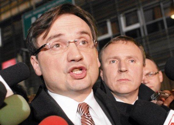 """""""Reuters""""/""""Scanpix"""" nuotr./Zbigniewas Ziobro ir Jacekas Kurskis"""