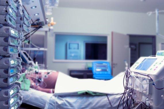 123RF.com nuotr./Pacientas intensyvios slaugos skyriuje