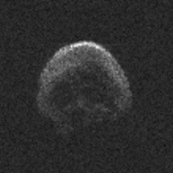 """AFP/""""Scanpix"""" nuotr./NASA astronomai, nufotografavę šį dangaus kūną, įžvelgė jo panašumą į žmogaus kaukolę."""