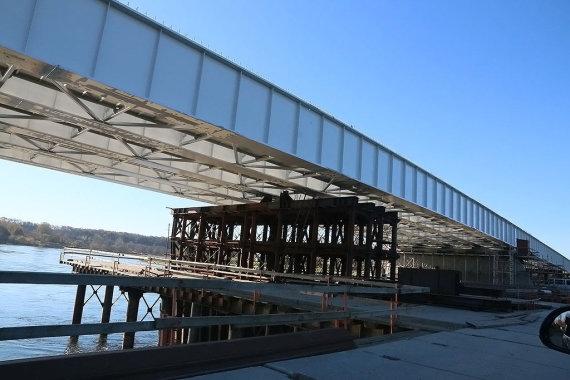 Visą Vėlinių savaitgalį, spalio 31 ir lapkričio 1 bei 2 dienomis, kauniečiams bus sudaryta galimybė naudotis laikinuoju statybiniu Panemunės tiltu per Nemuną.