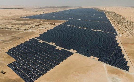 """EWEC nuotr./Didžiausias pasaulyje Saulės jėgainių parkas """"Noor Abu Dhabi"""""""