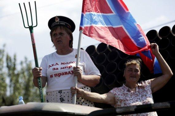 """AFP/""""Scanpix"""" nuotr./Rusiją ir teroristus palaikančios Donbaso gyventojos"""