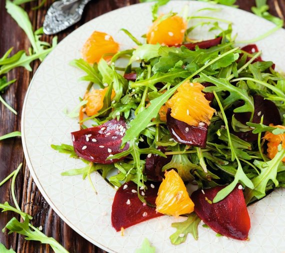 Shutterstock nuotr./Burokėlių salotos su apelsinais