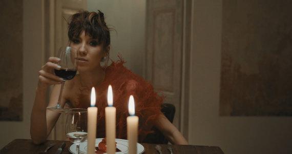 """Video kadras/Justė Starinskaitė vaizdo klipe """"Tada kada"""""""