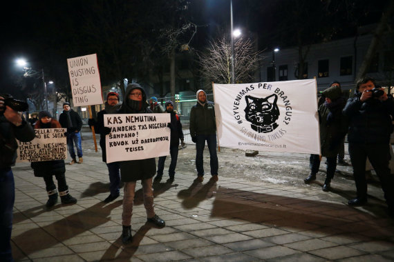 """Aliaus Koroliovo/15min nuotr./Solidarumo tinklo """"Gyvenimas per brangus"""" akcija"""