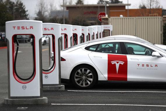 """""""Scanpix"""" nuotr./""""Tesla"""" greitojo įkrovimo stotelės """"Supercharger"""""""