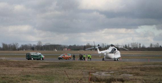"""""""Scanpix"""" nuotr./Vilniaus oro uoste dėl degalų trūkumo priverstinai nutūpė sraigtasparnis"""