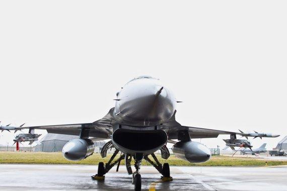 """Andriaus Rapševičiaus nuotr./Belgų naikintuvai F-16 """"Fighting Falcon"""""""