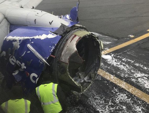 """""""Scanpix""""/AP nuotr./Avariniu būdu nusileidęs bendrovės """"Southwest Airlines"""" lėktuvas"""