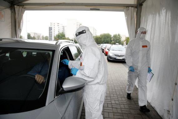 """""""Reuters""""/""""Scanpix"""" nuotr./Koronaviruso patikros punktas Varšuvoje"""