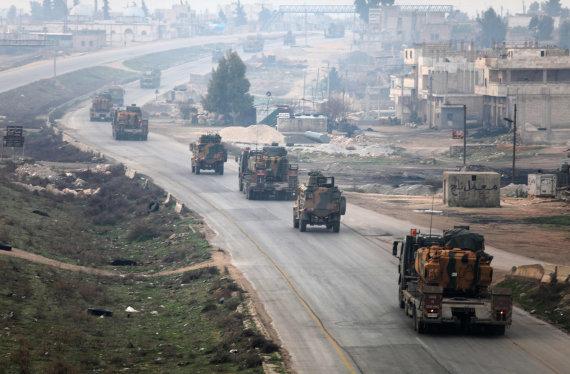 """AFP/""""Scanpix"""" nuotr./Turkijos kariuomenės vilkstinė Sirijoje"""